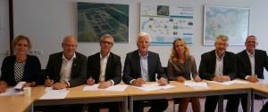 Ondertekening van de overeenkomst op de rwzi Bath op 25 juni 2015